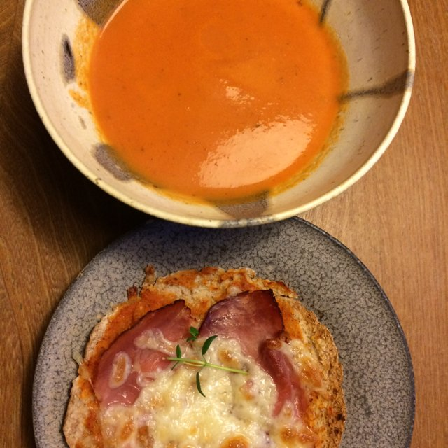 Tomatsuppe og pita-pizza – created on the CHEF CHEF app for iOS